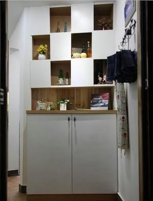 三室一厅大户型客厅进门玄关鞋柜装修效果图
