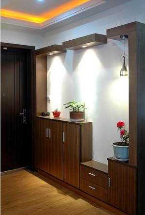 现代简约风格深色进门玄关装饰