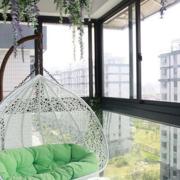 韩式清新风格阳台白色铁制吊椅装饰