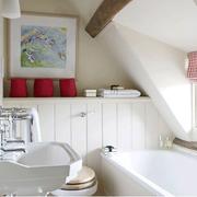 美式斜顶卫生间浴缸装饰