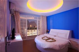 婚房卧室蓝色背景墙