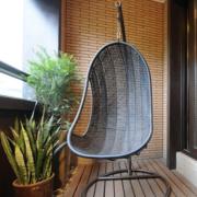 现代简约风格阳台竹编吊椅装饰
