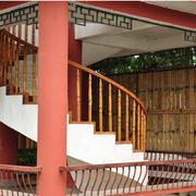 中式阁楼楼梯红色油漆
