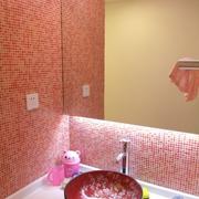 粉色系卫生间镜饰装饰