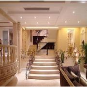 欧式风格复式别墅客厅楼梯装饰