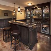 美式简约风格深色系客厅酒柜装饰