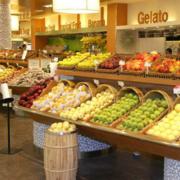 水果店简约风格原木货架装饰