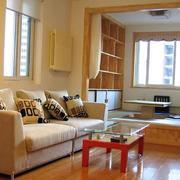 榻榻米客厅沙发原木色