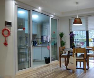 厨房玻璃推拉门装修效果图