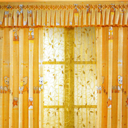黄色豪华的窗帘