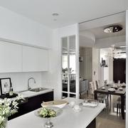 白色简约型厨房餐厅一体设计