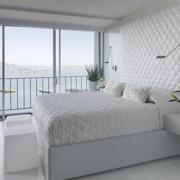 纯白色时尚卧室