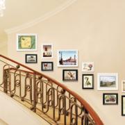 精致复式楼楼梯照片墙