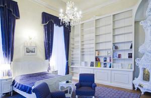 119㎡浪漫典雅法式风格卧室背景墙设计装修效果图