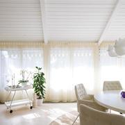 纯洁精美的客厅窗帘