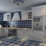 厨房蓝白相间的瓷砖