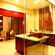 别墅厨房玻璃门