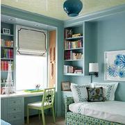 浅色调的家居卧室