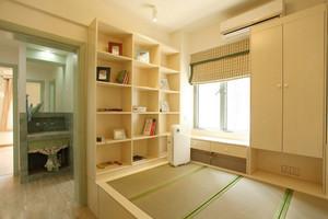 书房原木色的置物架