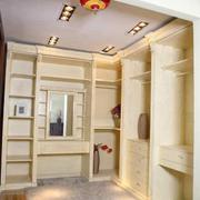 别墅衣帽间实木衣柜