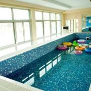 清水型游泳池效果图