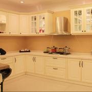暖色调厨房橱柜设计