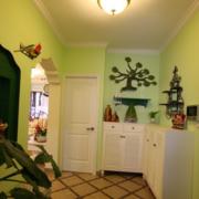 清新绿色玄关墙面