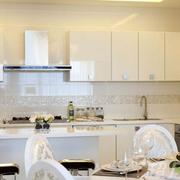白色简约型厨房台面