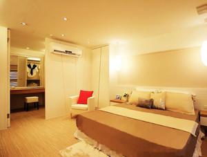 三室二厅现代欧式卧室衣帽间背景墙装修效果图