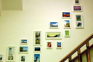 唯美复式楼楼梯照片墙