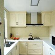 白色厨房家电柜设计