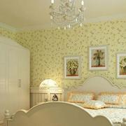 浅绿色的家居卧室