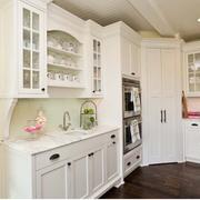 超级简约的白色厨房