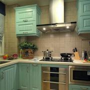 果青色厨房橱柜设计