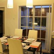 厨房隐形隔断门暖色调设计