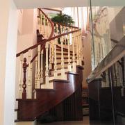 深色调楼梯装修图片