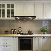 白色厨房橱柜展示
