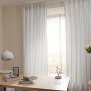白色精致的客厅窗帘