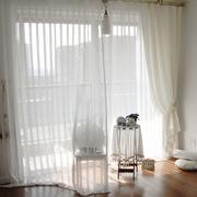 优美白色客厅窗帘