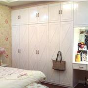 精致宜家的卧室衣柜