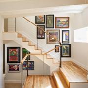 复式楼实木楼梯照片墙