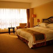 美式暖色调卧室