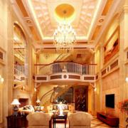 金碧辉煌的别墅客厅