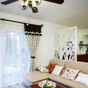 白色调客厅窗帘设计