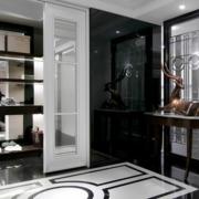 后现代风格深色系客厅隔断装饰