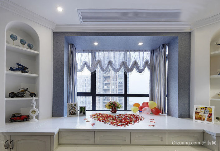 三室二厅欧式客厅飘窗设计装修效果图
