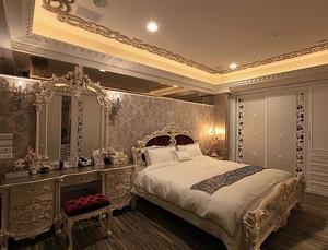 别墅型欧式主卧室背景墙装修效果图