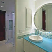 现代简约风格卫生间镜饰装饰