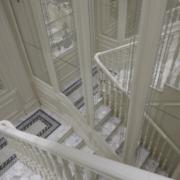简欧风格白色系楼梯装饰
