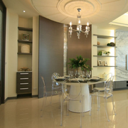 欧式简约风格餐厅玻璃桌椅装饰